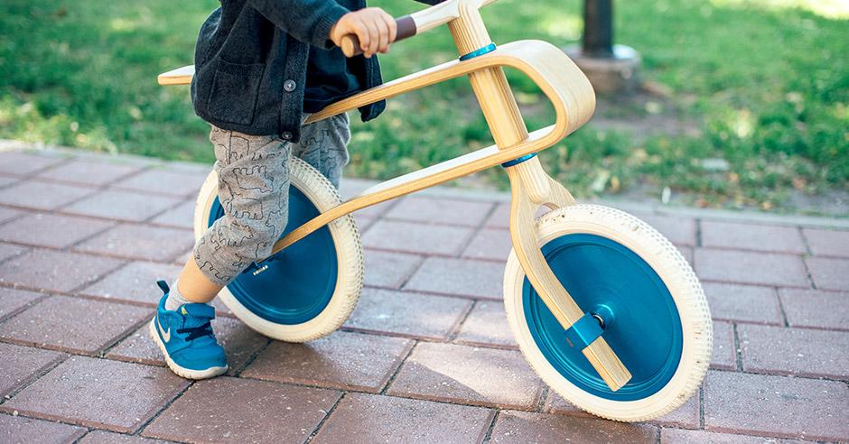 遊びの幅が広がる3歳児のバースデープレゼントには、外遊びで使えるものや知的好奇心を刺激してくれるアイテムがおすすめ
