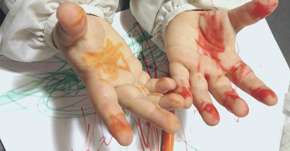 手形足形でお絵描き