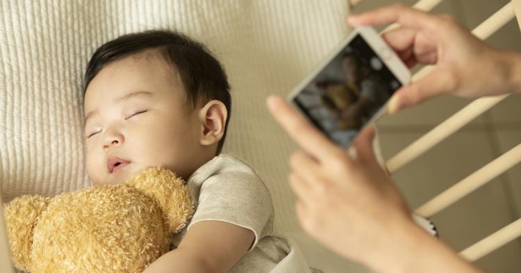 お昼寝中の乳幼児