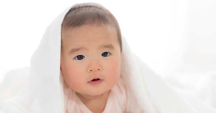 ブランケット_かぶった赤ちゃん