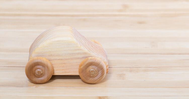 赤ちゃんのおもちゃ_木の車