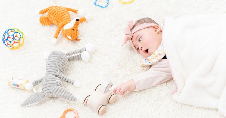 月齢フォト_ぬいぐるみと赤ちゃん