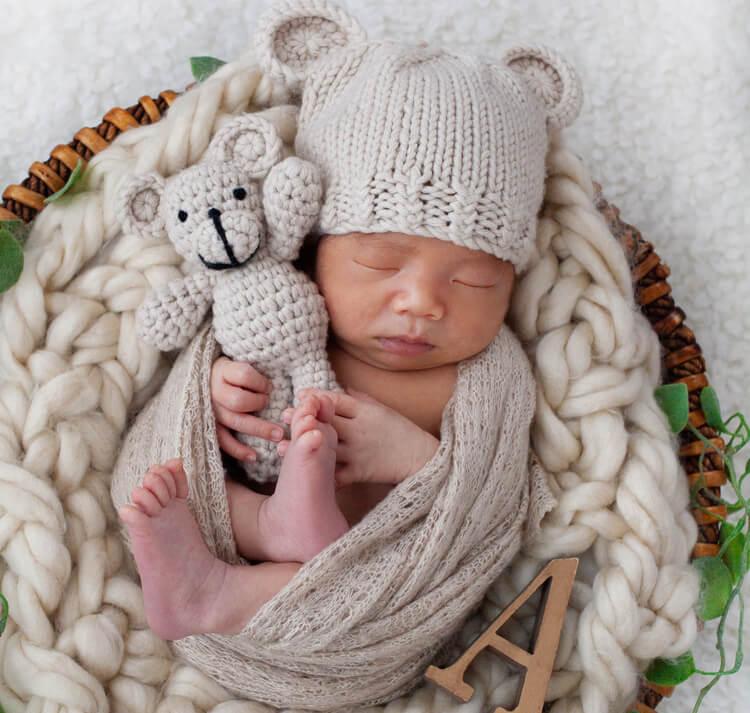 ニューボーンフォト_小物と赤ちゃん