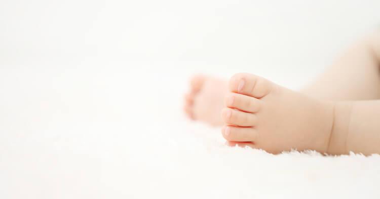 ニューボーンフォト_赤ちゃんの足