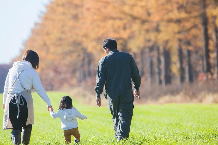 年賀状写真 紅葉と家族