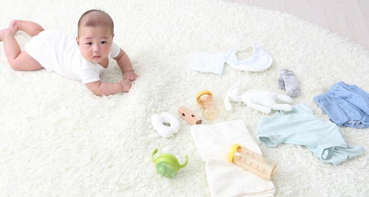 年賀状写真 赤ちゃんグッズとねんねの赤ちゃん
