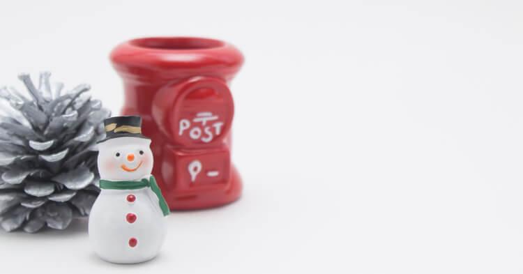 年賀状元旦に届けるには 雪だるまとポスト 寒中見舞い