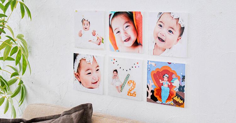 子供の写真を壁に飾っている様子
