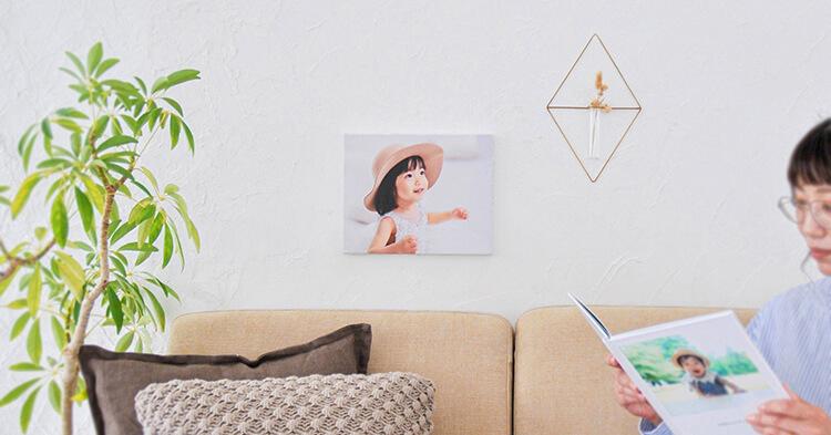 インテリアとして子供の写真を飾っている部屋